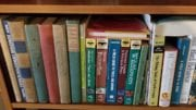 photo of book shelf