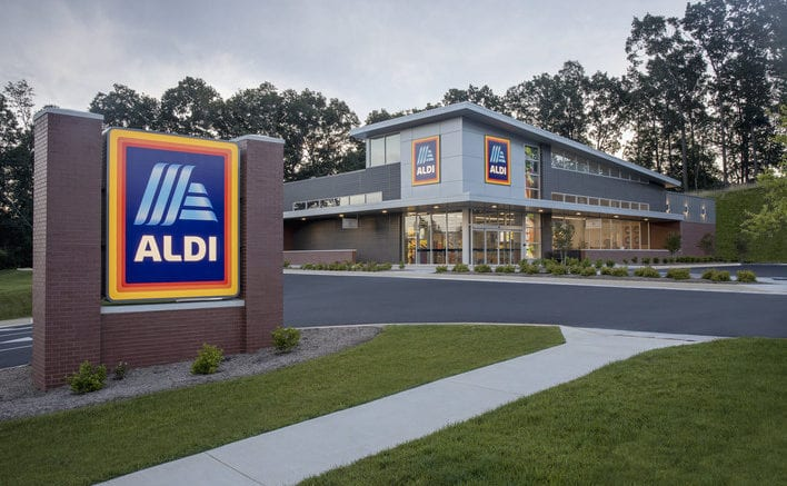 Exterior of an ALDI in article about Kennesaw and Smyrna curbside pickup