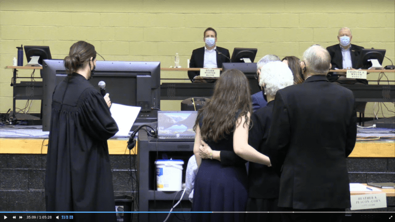 Judge Collins administers the oath of office to Joe Bennett as city adminstrator